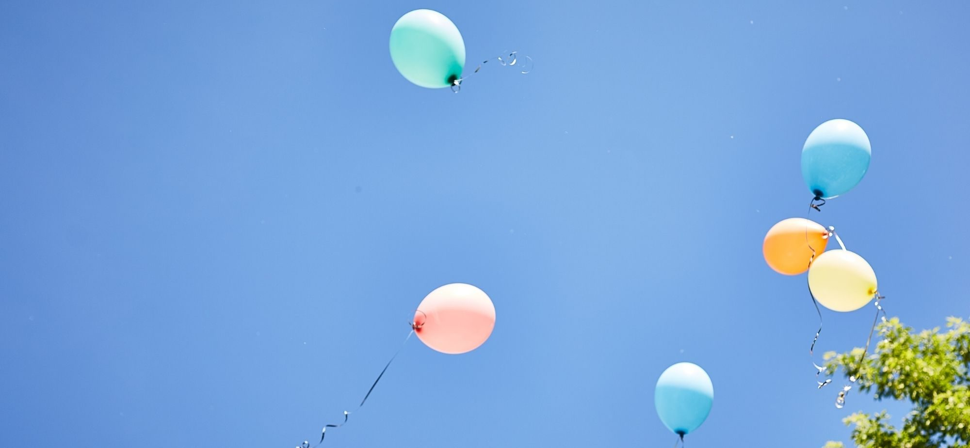 Balloons flying away to depict the escaping of data